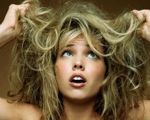Mulher-com-cabelos-esverdeados