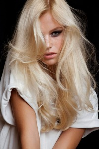 Chanel-blonde-beauty-2